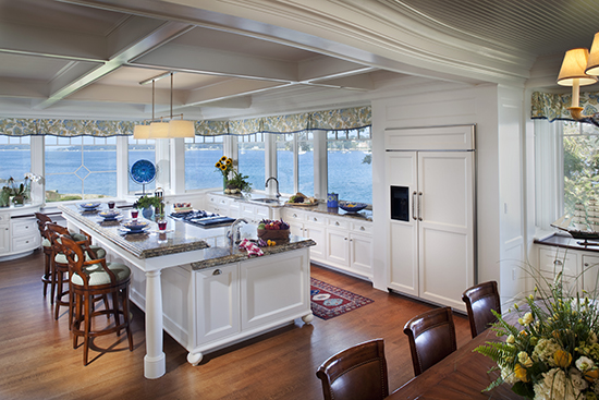 The lack of upper cabinets allow for an uninterrupted ocean view. Source: TMS Architects
